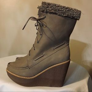 Leila Stone wedge heel boots size 10  tan